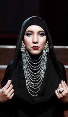 Intip Desainer Fashion Muslim Nanida Jenahara
