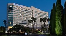 wyndham worldwide to buy la quinta in 1 9 billion deal hotel management