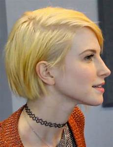 hayley williams straight yellow bob side part hairstyle steal her style
