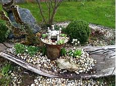 Deko Für Steingarten - schwemmholz in kiesbeet kiesbeet garten und schwemmholz