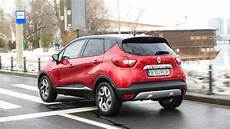 captur flamme 2015 renault captur tested why small crossovers are so popular autoevolution