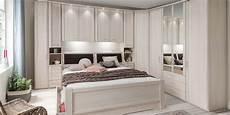 schlafzimmer mit bettbrücke courcelles meubles un choix unique en chambres 224 coucher