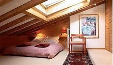 Cooles Schlafzimmer Im Dachgechoss Mit Holzdach Zu Blau