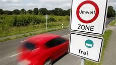 fahren ohne umweltplakette schadstoffbelastung viele autos fahren ohne gr 252 ner