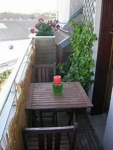 balkon sichtschutz ideen balkonverkleidung kleiner balkon bambusmatten spaliere