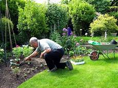 Arbeiten Im Garten - senior care in helena al essential gardening tools for