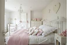 chambre fille style romantique 43 shabby chic bedroom decorating ideas roundecor