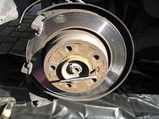bmw e46 bremsscheiben hinten wechseln anleitung