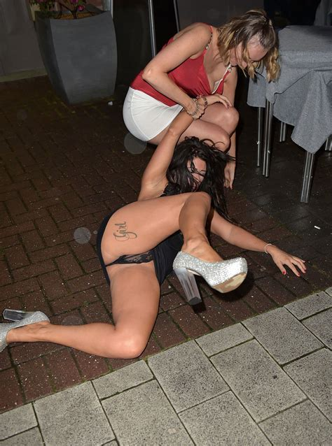 Kelly Osbourne Upskirt