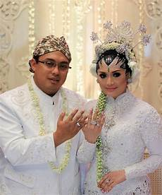 Indonesia Headliners Bio Eddies Adelia Kena Imbas Suami