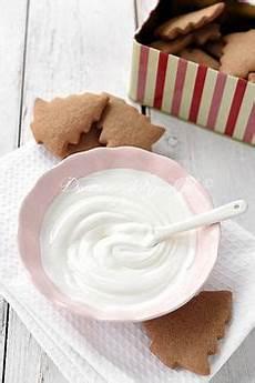 zuckerglasur selber machen zuckerguss selber machen eiwei 223 eischnee kekse dekorieren
