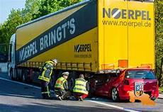 Unfall A8 Gestern - auto rast unter lkw fahrer sofort tot