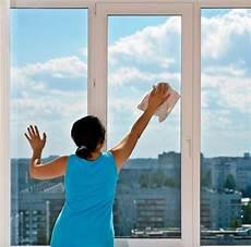 laver des vitres comment laver les vitres sans laisser de traces