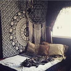 White Tapestry Bedroom Ideas by 20 Bedroom Decorating Ideas With Tapestries