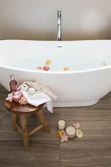 entspannen in der badewanne badekugeln selber machen ein badeerlebnis f 252 r k 246 rper und