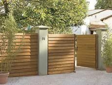 portail en bois un portail battant en bois tr 232 s styl 233 leroy merlin