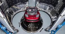 la tesla roadster d elon musk bient 244 t en orbite autour de
