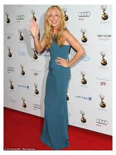 cat deeley walks carpet in stunning blue at pre emmy party daily mail online