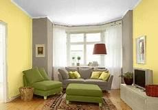 wohnzimmer wände streichen farbgestaltung f 252 r ein wohnzimmer in den wandfarben gelb