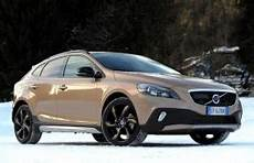 volvo v40 cross country 2014 wheel tire sizes pcd