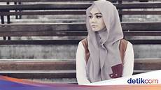 Model Hoodie Rina Nose Casual