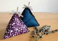 confection boite en voici un tuto pour coudre des petits berlingots de tissu