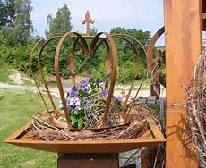 gartendeko rost angebote krone lilie edelrost metall