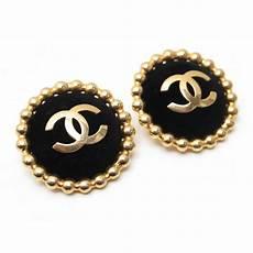 boucles d oreilles chanel logo cc en metal dore