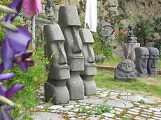 statuen für den garten modern abstrakte gartengestaltung terra et ars galerie