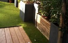 gazon sur terrasse sol de terrasse en bois ou gazon artificiel terrasse
