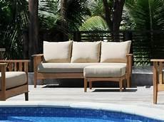 canape exterieur bois le canap 233 de jardin embellit votre espace ext 233 rieur