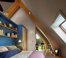 Jugendzimmer Dachschräge Einrichten - jugendzimmer schr 228 ge fenster holz konstruktion dekorativ