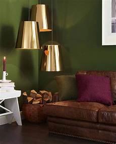 wandfarbe gold farbe wandgestaltung waldgr 252 n beere und gold g 228 stezimmer einrichten