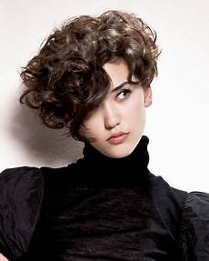 trendfrisuren 2019 curly frisuren kurzhaar lockige
