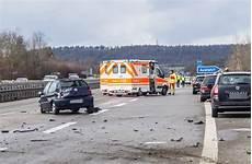 A81 Bei Herrenberg Schwerer Unfall Motorblock Fliegt 30
