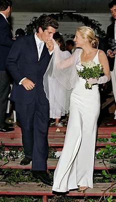 Carolyn Bessette Kennedy Wedding Gown carolyn bessette kennedy s silk wedding dress by narciso