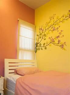 da letto semplice interno semplice di piccola da letto immagine stock