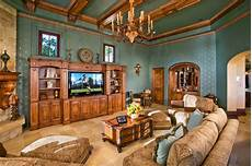 Wohnzimmer Ideen Holz - family living room with wood trim moulding
