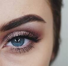 comment maquiller les yeux bleus le maquillage des