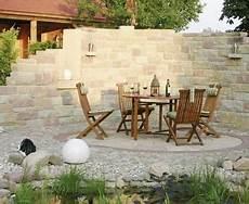 steinmauer als sichtschutz im garten sichtschutz ideen aus stein geflecht holz und stoff