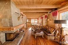 inneneinrichtung wohnzimmer holz retrotimber altholz balken hausbau bau fichte