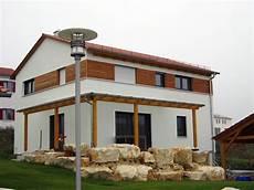modernes holzhaus satteldach einfamilienhaus modern holzhaus satteldach modern fenster