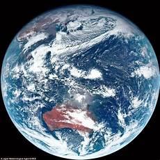 Satelit Jepang Ambil Warna Asli Bumi Tanpa Filter Dan