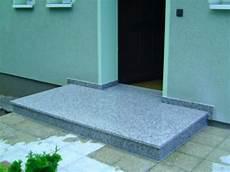 podest hauseingang granit au 223 entreppen aus granit oder waschbeton