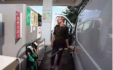 pétition contre la hausse des carburants prix des carburants une manif en pr 233 paration en charente