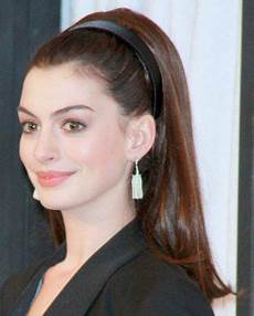 60 s style ponytail hair ponytail hairstyles hair styles anne hathaway haircut