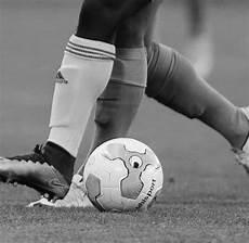 fussball le fu 223 ball frankreichs zweitligist le havre trauert um