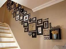 bilder richtig aufhängen anordnung die besten 25 fotowand treppe ideen auf