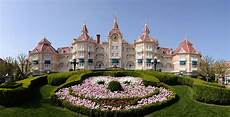disneyland hotels offer guests a luxurious stay