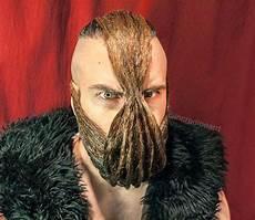 cet homme est certainement le meilleur sculpteur de barbe